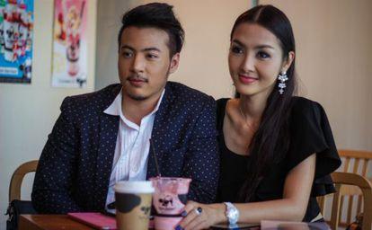Sam e Yollie em uma cafeteria de Bangcoc.