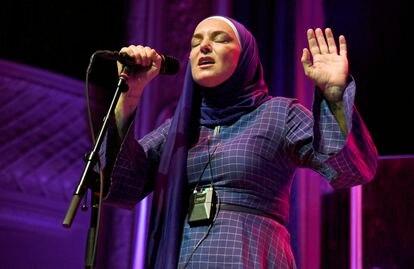 Uma das últimas aparições ao vivo, em San Francisco, em 7 de fevereiro de 2020. Apresenta-se com o hijab desde que se converteu ao islamismo.