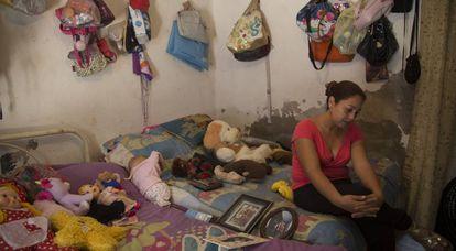 Wendoline del Ángel, mulher de Erick Sandoval, em sua casa em Cocula.