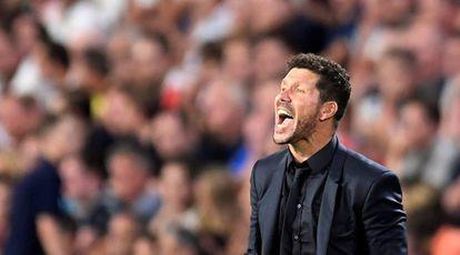 Simeone contra o PSV.