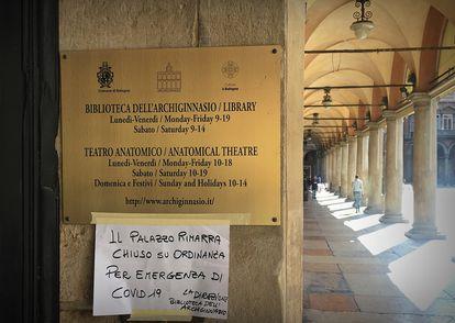 Biblioteca de Bolonha fechada por causa da epidemia de Covid-19.