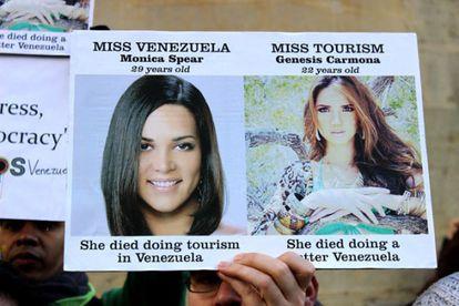 Duas misses venezuelanas falecidas no último ano, imagem de um protesto contra a violência no país.