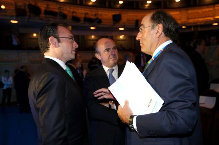 Luis Videgaray, secretário de Fazenda e Crédito Público do México, conversa com Luis de Guindos, ministro espanhol de Economia, e Ignacio Sánchez Galán, presidente da Iberdrola.