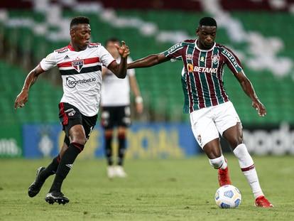 São Paulo e Fluminense se enfrentam pelo Brasileirão, ambos os times patrocinados por casas de aposta.