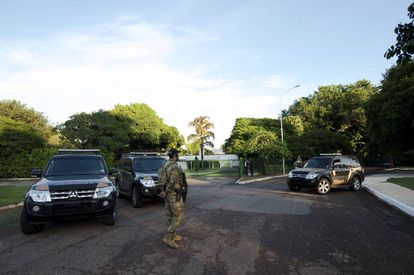 Casa de Eduardo Cunha, em Brasília, amanhece nesta terça cerca por policiais federais.