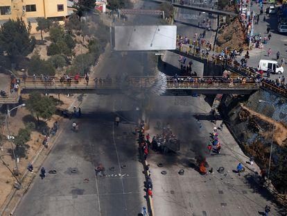 Vista aérea dos protestos em El Alto, na periferia de La Paz, na Bolívia, neste domingo.