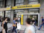 El Banco do Brasil admitió que en los resultados récord contribuyó la venta de acciones de la subsidiara responsable por las operaciones con pensiones, seguros y capitalización. EFE/Archivo
