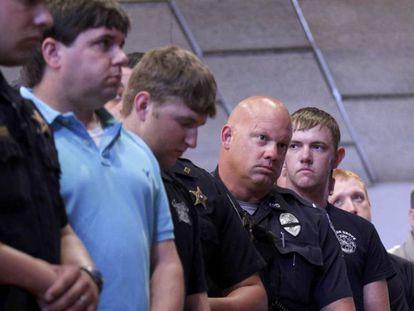 Policiais no velório dos colegas assassinados em Baton Rouge, no domingo