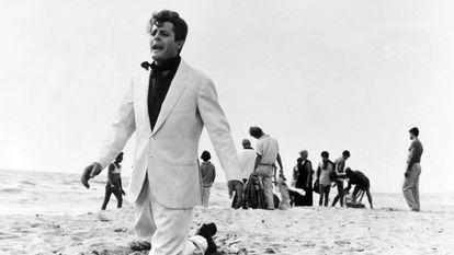 Marcello Mastroianni, na parte final de 'La dolce vita', de Fellini