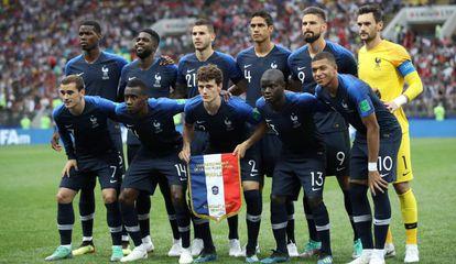 Seleção campeã francesa posa antes da final da Copa, contra a Croácia.