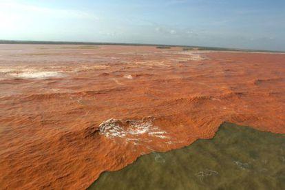 Rejeitos da barragem de Fundão chegaram ao mar do Espírito Santo.