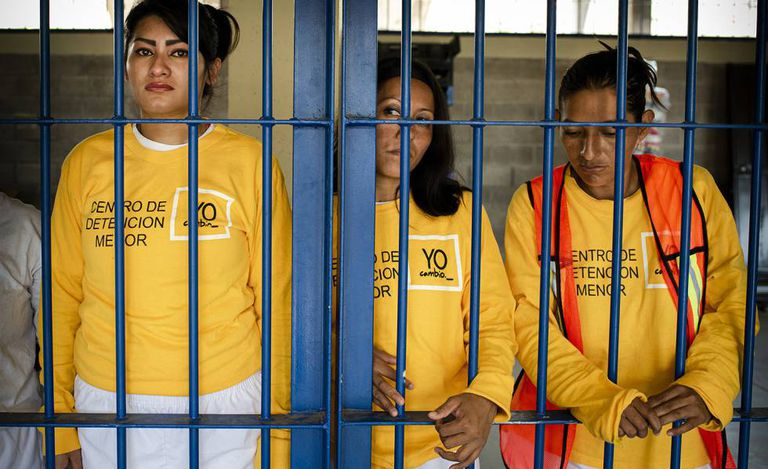 Três presas no presídio de Izalco (El Salvador), em meados de maio
