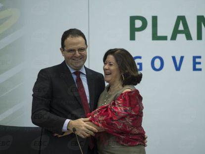 Ministro do Planejamento, Nelson Barbosa com sua antecessora