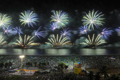 Show de fogos em Copacabana na virada de 2012 para 2013.