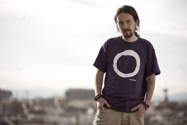 Pablo Iglesias com a camiseta do Podemos.