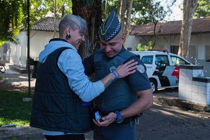 Prior pediu o namorado em casamento no domingo (23/6), perto da base onde trabalha, na região da Luz.