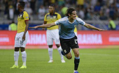 Cavani marcou o segundo gol da goleada celeste.