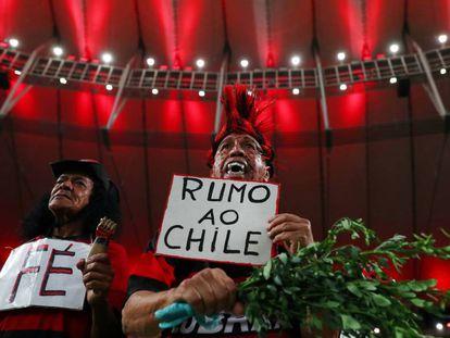 No Maracanã, torcedores do Flamengo comemoram classificação à final.