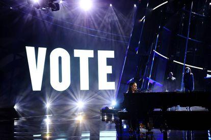 Demi Lovato em uma atuação do prêmio musical Billboard, em Los Angeles, no mês de outubro.