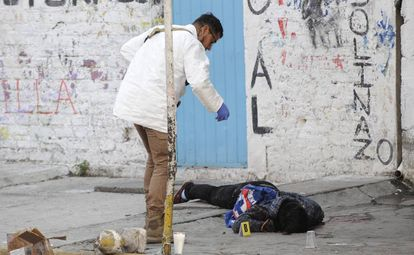 Um homem assassinado na Cidade do México.