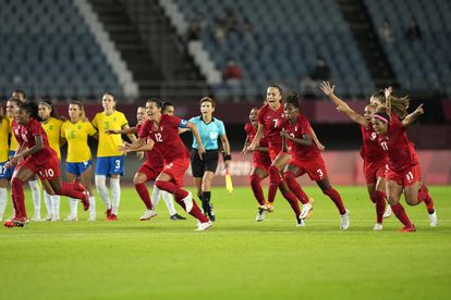 Canadá comemora o gol nos pênaltis que garantiu a classificação na semifinal em Tóquio.
