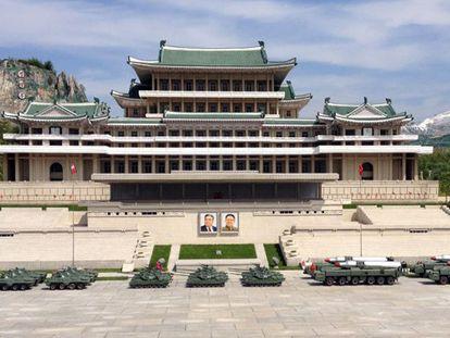 Réplica da Praça Kim Il-sung, coração do regime norte-coreano, em um parque temático de Pyongyang.