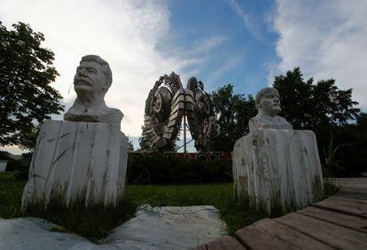 Bustos de Vladimir Lenin e Joseph Stálin, pais da Revolução Russa, em Moscou.