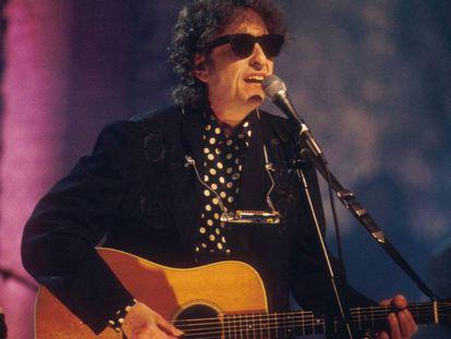 Dylan em 1994 durante sua apresentação no MTV Unplugged.
