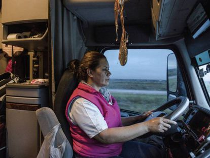 Clara Fragoso, caminhoneira.