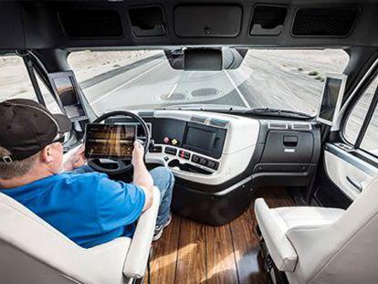 Interior da cabine do caminhão.