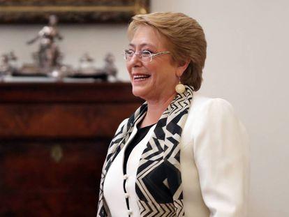 Bachelet, neste mês no Palácio de La Moneda.
