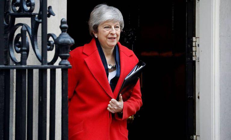 A primeira-ministra de Reino Unido, Theresa May, saindo de Downing Street nesta terça-feira rumo à Câmara dos Comuns.