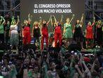 La protesta feminista en el exterior del Congreso argentino en Buenos Aires.
