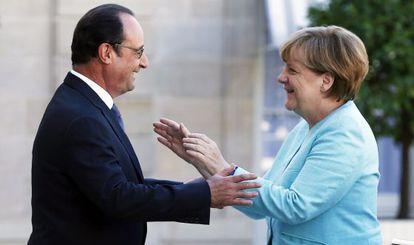 Merkel e Hollande, em 6 de julho em Paris.