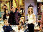 'Friends' solía incorporar cameos de personajes famosos, como Bruce Willis, Danny DeVito, Elle McPherson, Julia Roberts, Vince Vaughn...  En noviembre de 2001 llegó uno de los más esperados: el de Brad Pitt, que coincidía así en pantalla con su entonces esposa. Fue en la octava temporada e interpretadba a Will, un amigo de Ross (David Schwimmer) que criticaba a Rachel (Aniston) y con quien tenía un club llamado 'Odio a Rachel Green'.