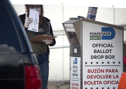 Caixa para depositar o voto por correio em Miami.