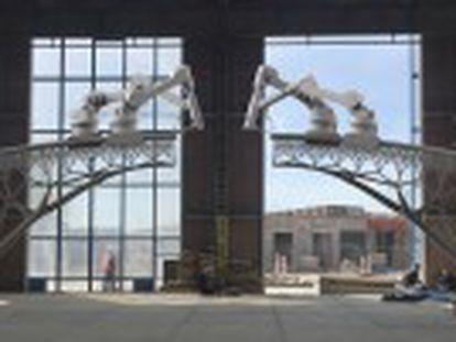 Robôs-impressora criam de uma tacada só uma passarela de aço sobre um dos canais de Amsterdã. Impressão deve começar no início de 2017