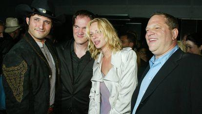 Robert Rodríguez e Quentin Tarantino, Uma Thurman e Harvey Weinstein em Los Angeles em 2004