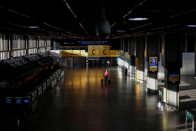 Imagem do aeroporto de Guarulhos vazio nesta terça-feira.
