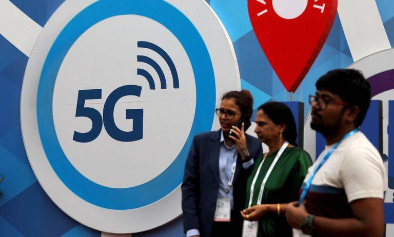 Cartaz do 5G, em uma feira de telefonia, em Nova Delhi, em outubro.