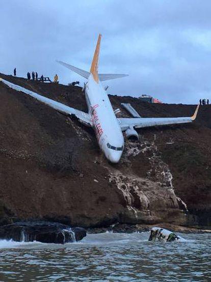 O avião acidentado vinha de Ancara e nele viajavam 162 passageiros que não ficaram feridos