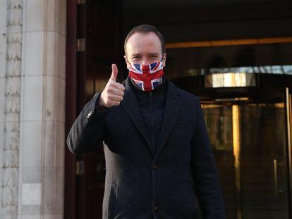 O ministro britânico da Saúde, Matt Hancock, após ser informado da aprovação da vacina Oxford/Astrazeneca nesta quarta-feira.