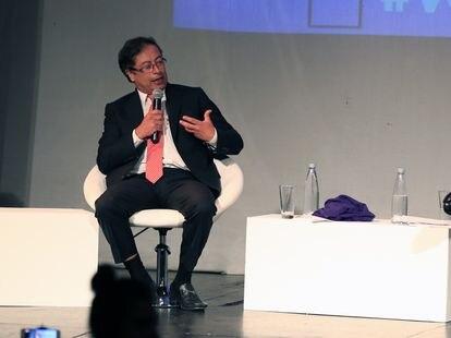 Gustavo Petro vota no segundo turno das eleições presidenciais da Colômbia em junho de 2018.