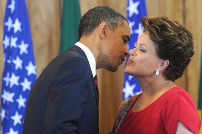 Rousseff dá boas-vindas a Obama em março de 2011.