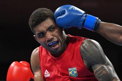 Abner Teixeira na luta da semifinal, em que foi derrotado pelo cubano Júlio Cesar La Cruz e ficou com o bronze.