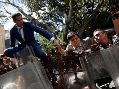 A autoproclamação de Luis Parra e a eleição de Guaidó numa sessão alternativa complicam o panorama político