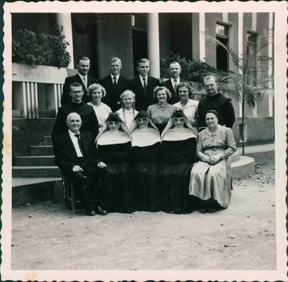 A família de 13 irmãos, cinco deles religiosos.