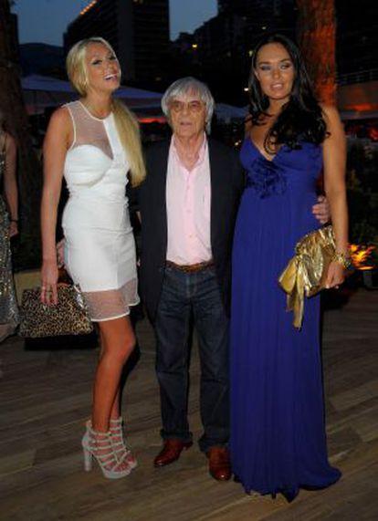 Ecclestone, com suas filhas Tamara e Petra.