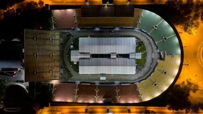 Vista aérea do hospital de campanha no estádio do Pacaembu.