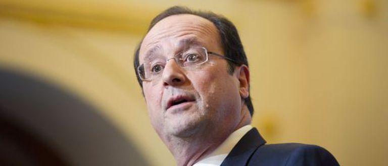 O presidente francês, Francois Hollande, faz discurso em Istambul.